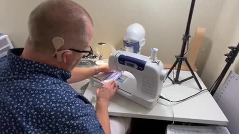 Hearing-impaired man makes masks for those with same condition