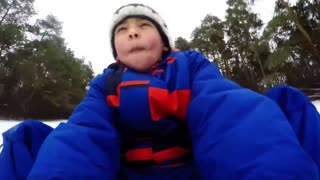 Syrian refugee children experience snow for the first time - Video