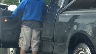 Stoplight Road Rage with Pepper Spray