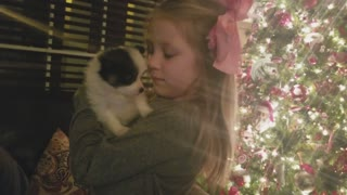 Little girl gets new puppy surprise for Christmas - Video