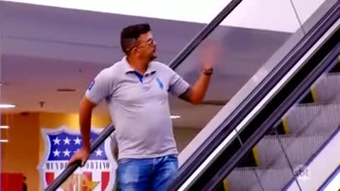 What Ordinary People React To Escalator Flirtations - HILARIOUS!