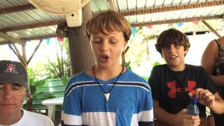 American kids in Belize try 'cow foot soup' - Video