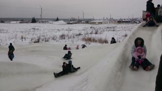 Awesome Kids Snow Sledding Course - Video