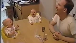 Baby laugh like crazy 2 - Video