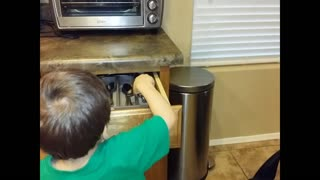 3-year-old helps set the table - Video