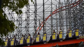 Planes fly close to new roller coaster near Louisville KY airport - Video