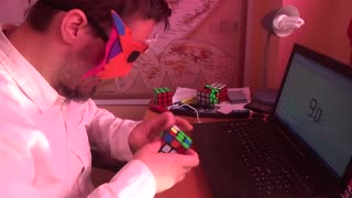 Guy solves Rubik's cube blindfolded in record time - Video