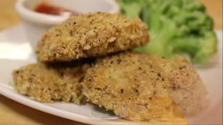 How to easily make healthy chicken nuggets - Video