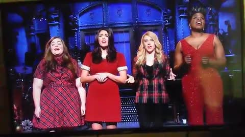 Full SNL Christmas Mueller Song Performance
