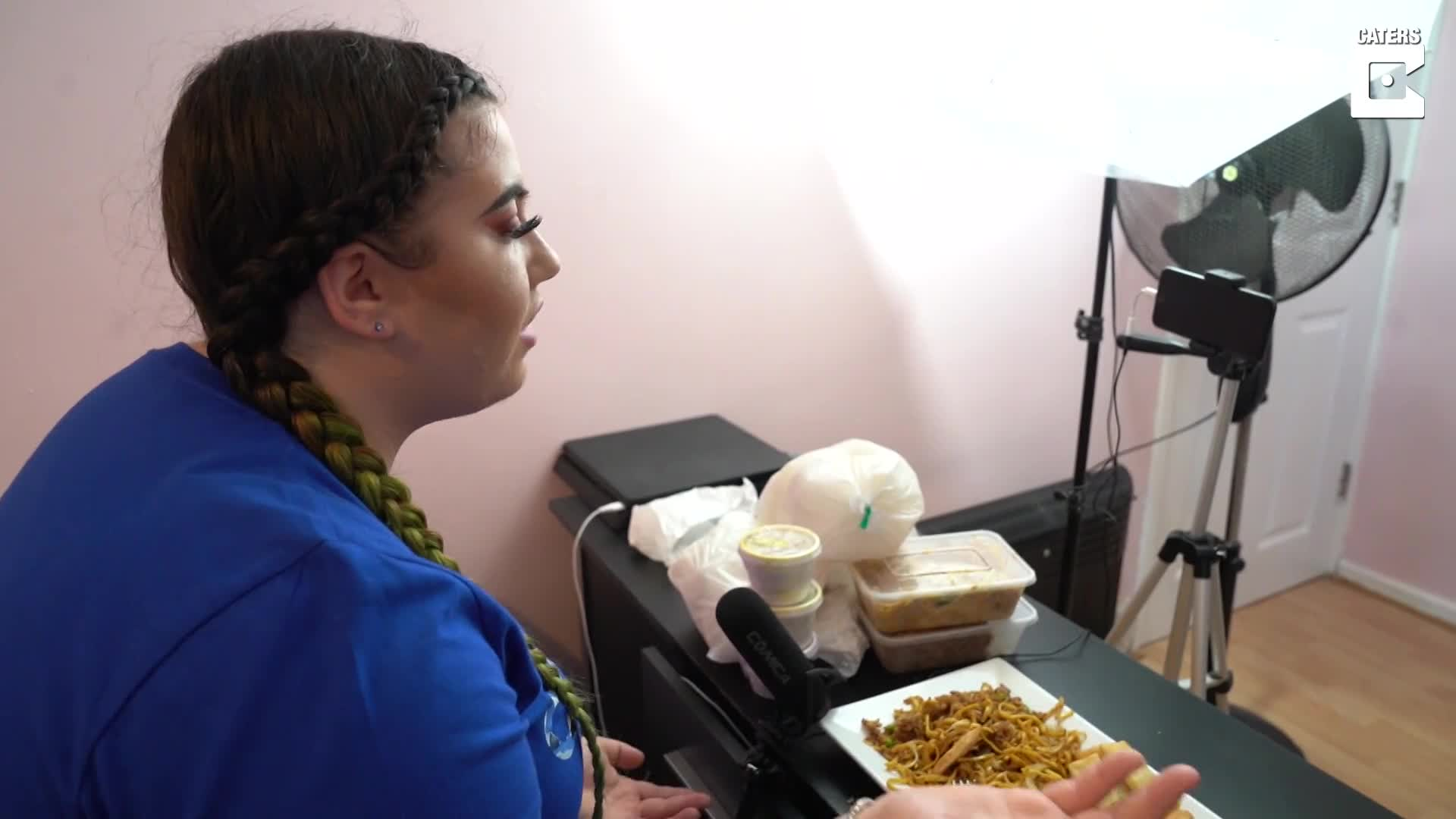 YOUNG WOMAN SCOFFS 5,500 CALORIES PER MEAL IN BID TO BECOME YOUTUBE STAR