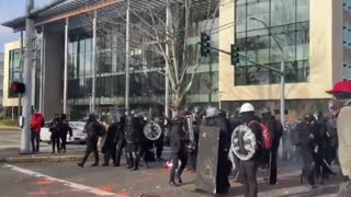 Antifa Gangs Up And Attacks Trump Supporters