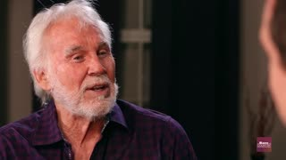 Kenny Rogers no longer flips houses | Rare Country - Video