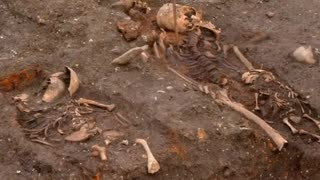 Rail construction unearths thousands of skeletons - Video