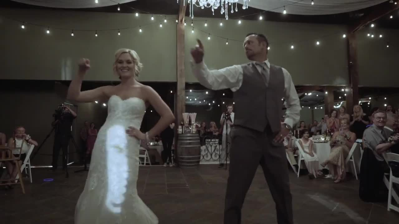 Father Daughter Wedding Dance.Wonderful Father Daughter Wedding Dance Leaves Guests In Awe