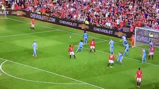 VIDEO: Eric Bailly misses clear chance vs Stoke - Video