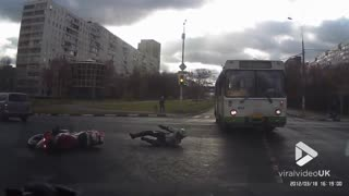 Biker loses control at junction - Video