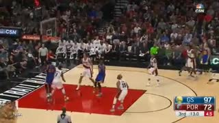 Steph Curry Lights Up Trailblazers in 3rd Quarter - Video