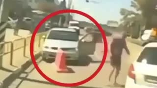 These drivers are like stubborn goats - Video