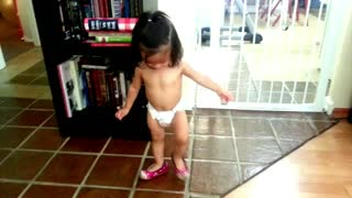 1-year-old baby shows off her tap dancing skills - Video