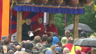 Dalai Lama takes stage at Glastonbury - Video