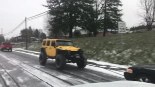 Jeep rescued Ford - Video