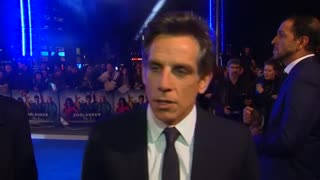 Ben Stiller sets selfie record at 'Zoolander 2' premiere - Video