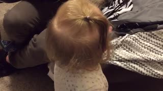 Baby Avery dances to Daddy strumming the guitar - Video