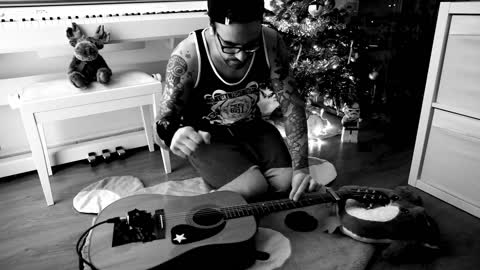 Guitarist's jaw-dropping technique plays Christmas song