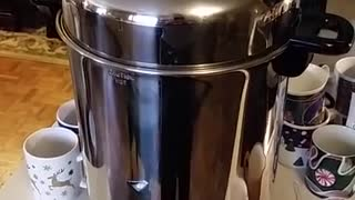 Coffee percolator sounds like women's tennis match [OC] - Video