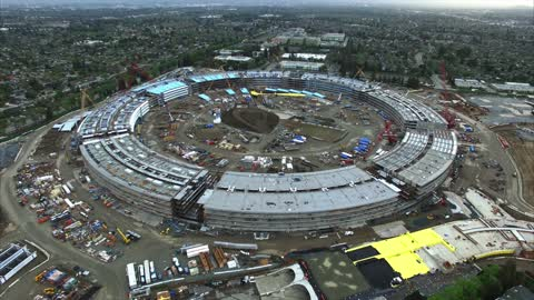 Drone's eye view of new Apple headquarters