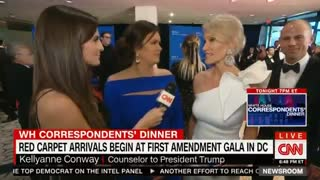Stormy Daniels' lawyer Michael Avenatti photobombs Sarah Huckabee Sanders and Kellyanne Conway - Video