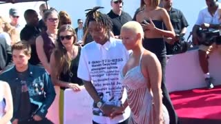 Amber Rose files for divorce from Wiz Khalifa - Video