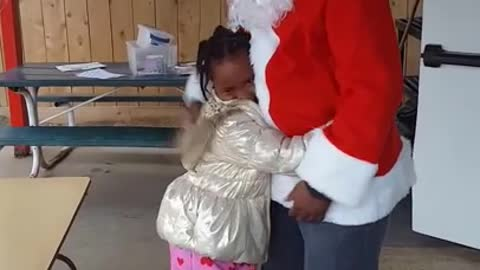 Dad travels cross country to surprise daughter for Christmas
