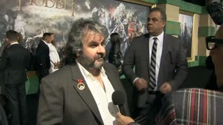 Peter Jackson, Orlando Bloom reminisce at 'Hobbit' premiere - Video