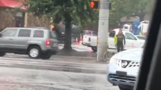 Music guy holding surf board waiting to cross street - Video