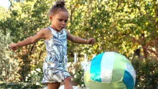 Riley Curry Dances to Drake's 'One Dance' - Video