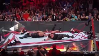 Big Show and Braun Strowman BREAK THE RING on WWE Monday Night Raw - Video