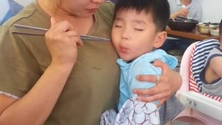 Toddler can't decide between sleeping and eating - Video