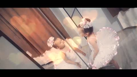 3 year old ballet dance with the mirror