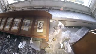 Exploring an Old Victorian House with Relics