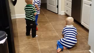 Dancing toddlers will brighten your day - Video
