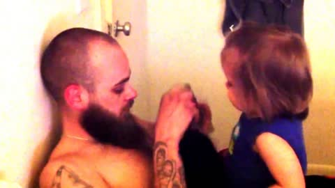 Baby Doesn't Recognize Dad After He Shaves Beard