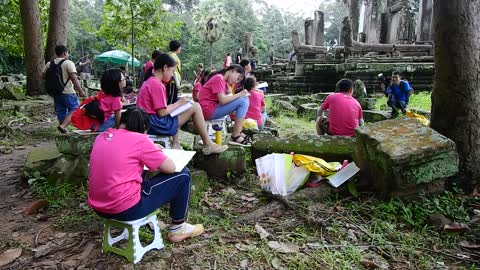 Chines Children Learn Painting Angkor Temple