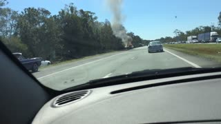 Classic 1955 Chevrolet catches fire on side the highway - Video