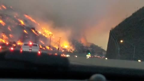 Dramatic footage captures intense Skirball Fire from 405 freeway