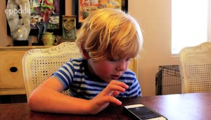 5-year-old tries to have conversation with Siri - Video