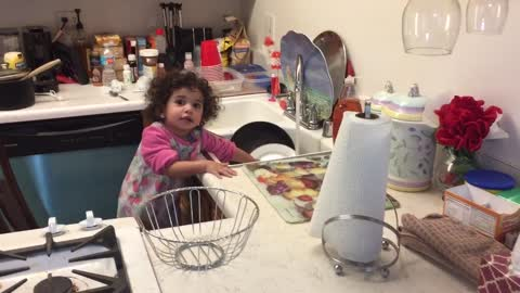 daddy discover baby washing the dishes
