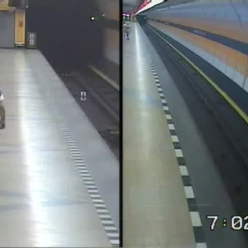 Youths risk lives to rescue man pushed onto subway track - Video