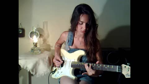 Guitarist Eva Vergilova's amazing 'Ain't No Sunshine' cover
