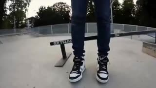 Hot Girls Skateboarding - Video